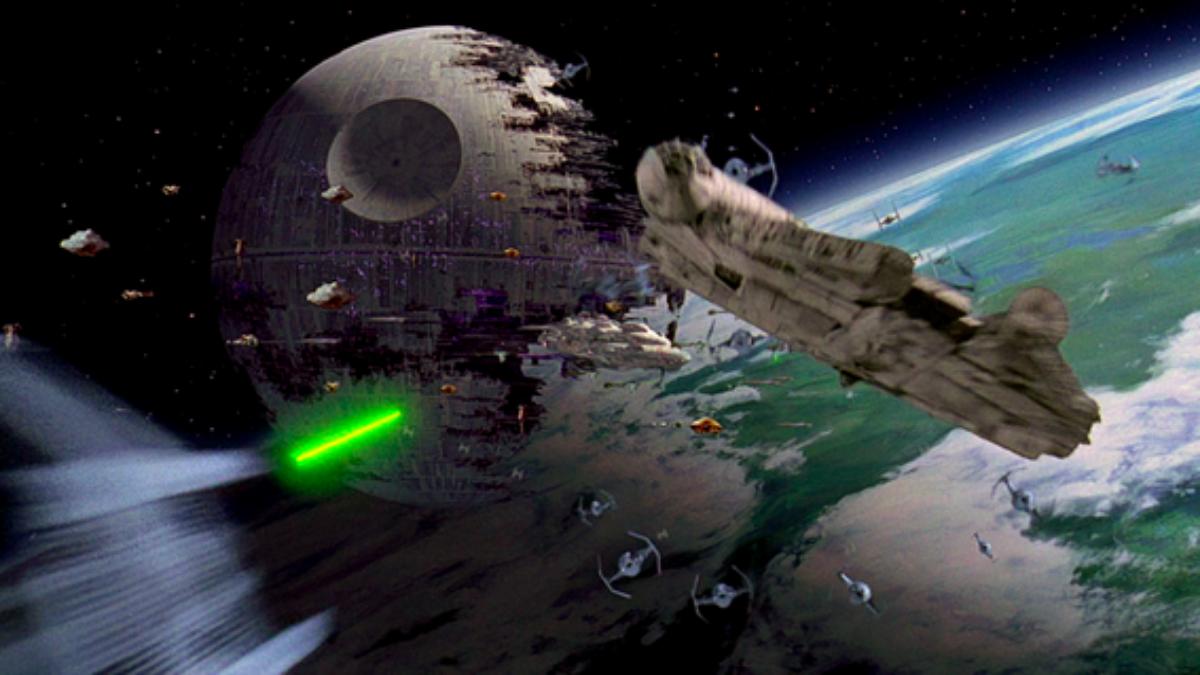 La definición del enfrentamiento entre Luke Skywalker y Darth Vader.Tiene una de las mejores peleas de naves espaciales de la historia del cine.