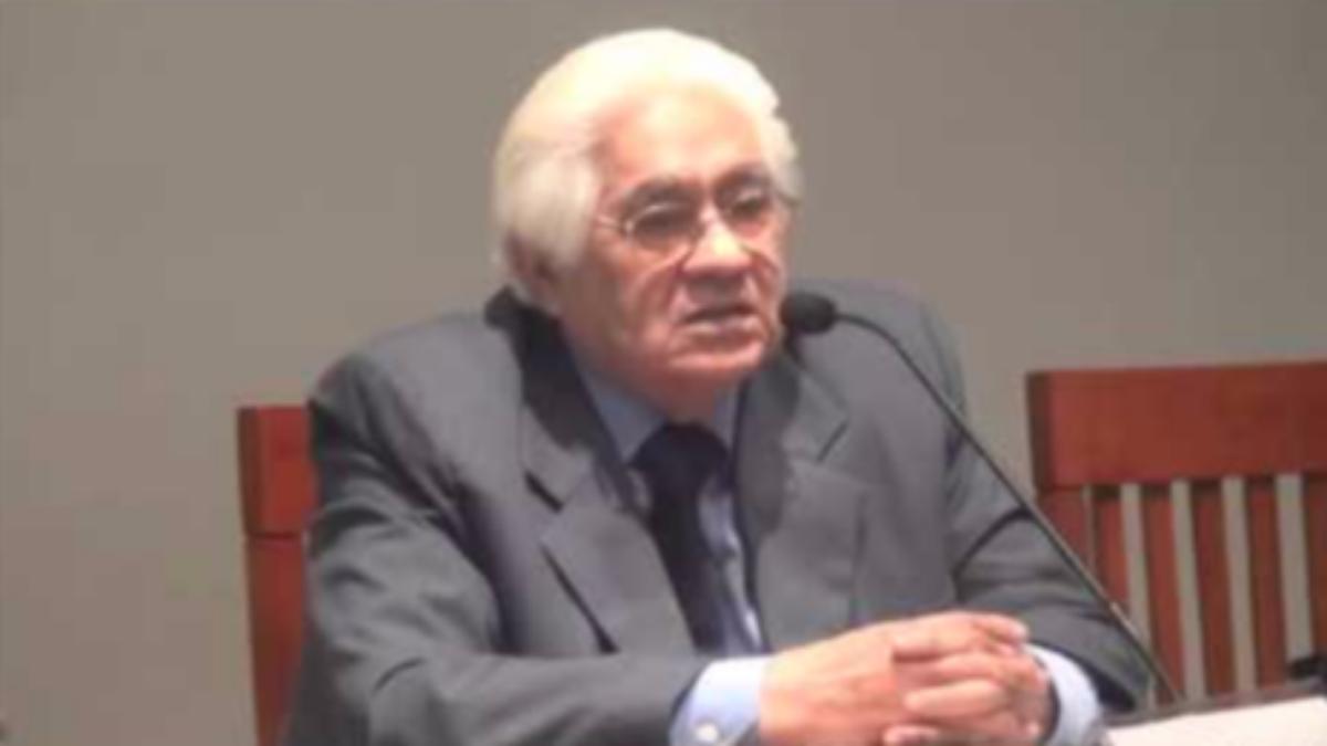 En octubre no hay milagros- Oswaldo Reynoso