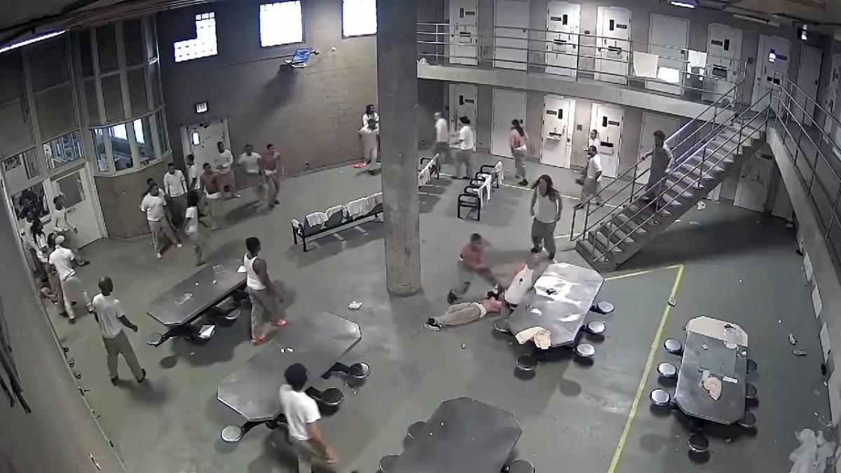 La cárcel del condado de Cook es la más grande de EE.UU., ya que alberga más de 9 mil presos y 4 mil guardias.