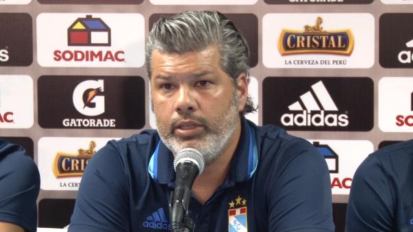 Carlos Benavides no descartó el regreso de Beto da Silva a Sporting Cristal pese a que el delantero fue promovido al equipo principal del conjunto holandés.