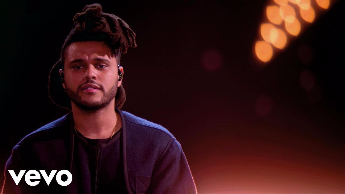 The Weeknd fue relacionado sentimentalmente con Bella Hadid durante el desfile de Victoria's Secret en 2015.