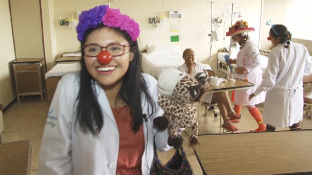 Diana Tinco es la 'doctora Piki'. Esta joven estudiante de psicología es una clown voluntaria del Sonrinen, un programa del INEN que forma payasos hospitalarios.