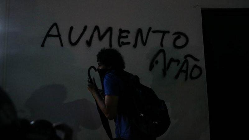 La violencia se desató luego que la Policía impidiera que la movilización llegue hasta la casa del nuevo alcalde de Sao Paulo, Joao Doria.