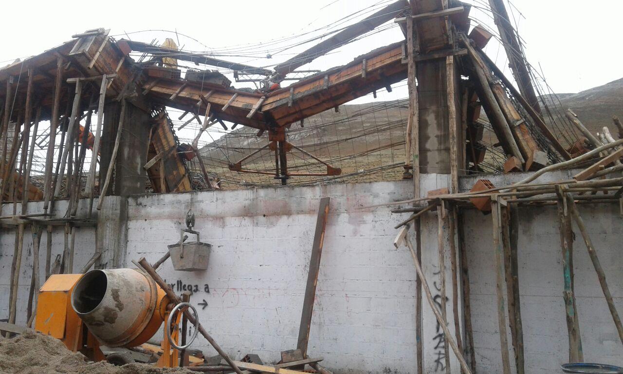 El techo se desprendió cuando los obreros realizaban el trabajo de vaciado.