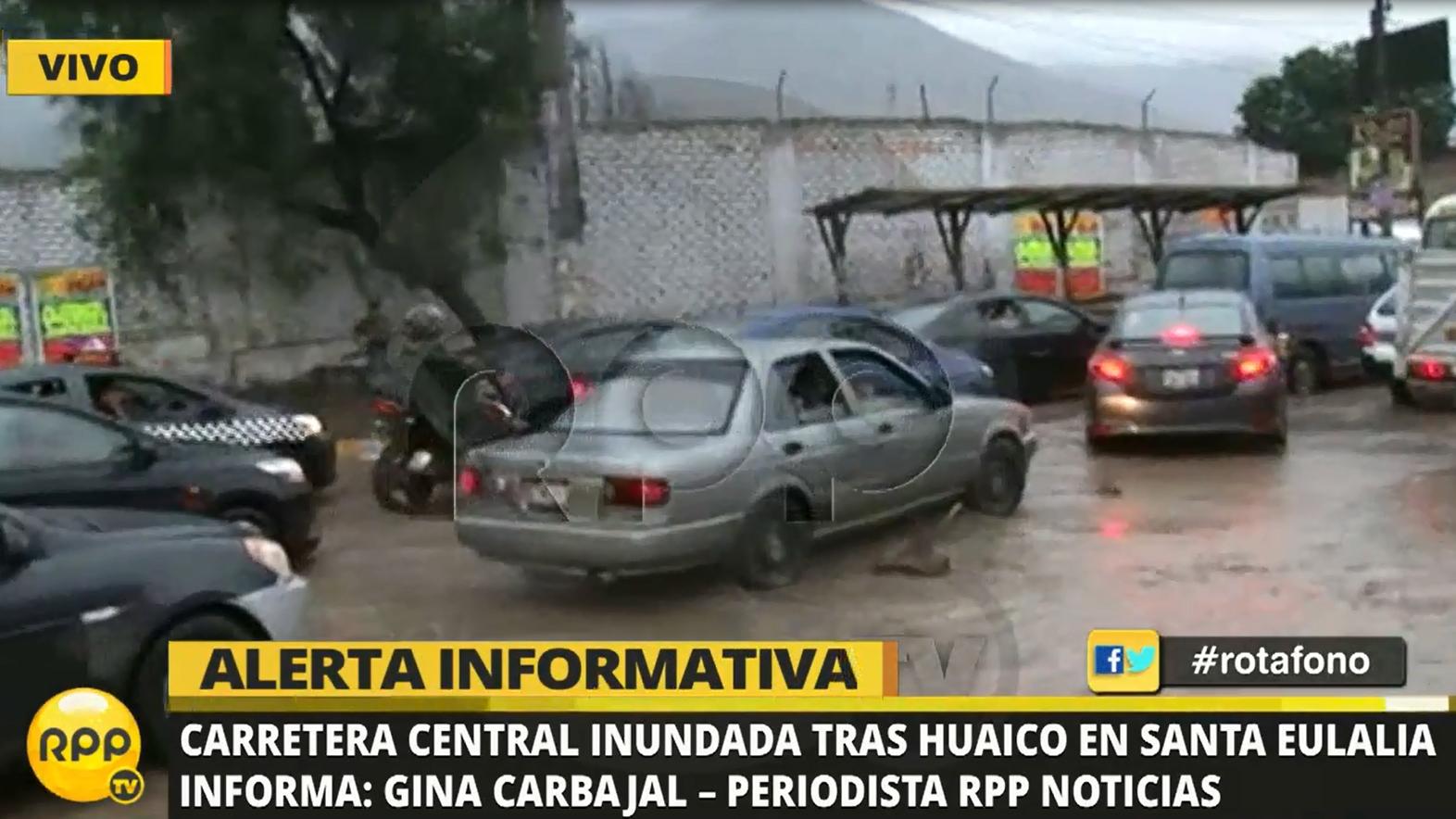 Cientos de personas que pasaban su fin de semana en los clubes de Chosica y Chaclacayo quedaron varados en la Carretera Central.