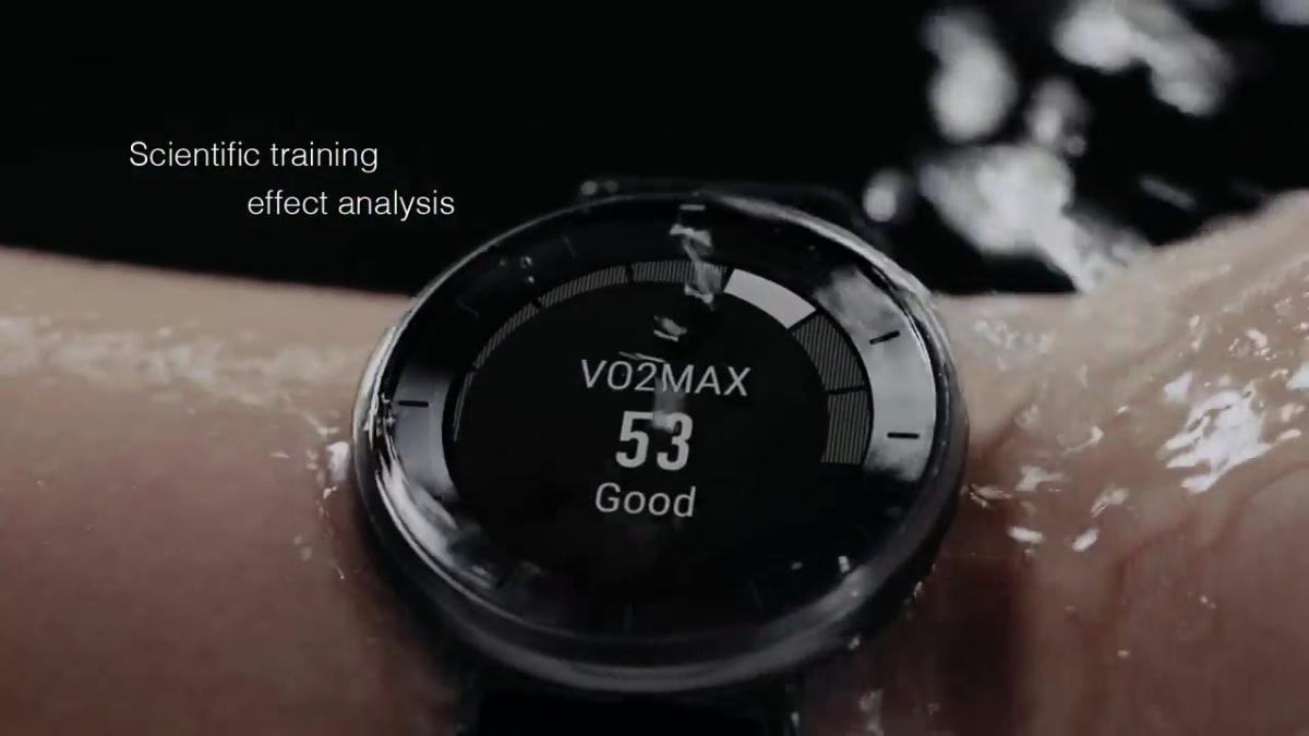 Reloj inteligente capaz de medir actividad física, patrones de sueño, ritmo cardíaco y otros parámetros con soporte para múltiples actividades.