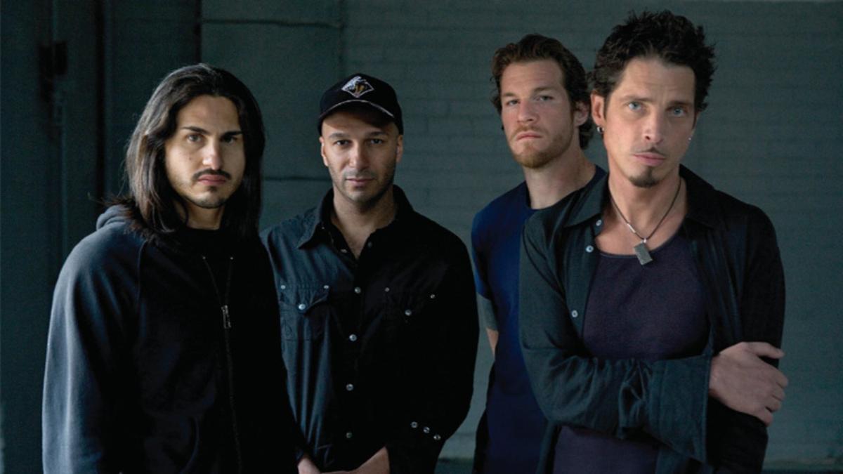 Audioslave se formó en 2001 por el vocalista de Soundgarden Chris Cornell y la sección instrumental de Rage Against the Machine: Tom Morello (guitarra), Tim Commerford (bajo y coros) y Brad Wilk (batería).