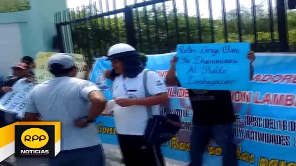 Protesta de construcción civil en Universidad Pedro Ruiz Gallo