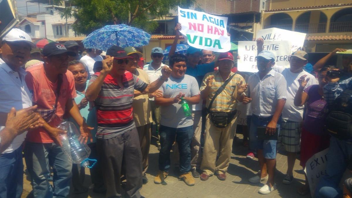 Los vecinos marcharon por la escasez hídrica y presunta alza en las tarifas del servicio.