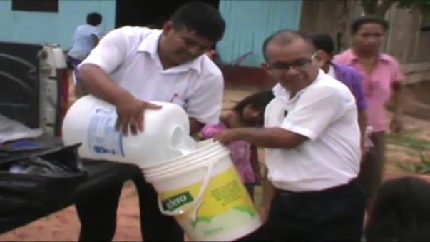 Entregan primera ayuda humanitaria a damnificados por desborde de ríos.