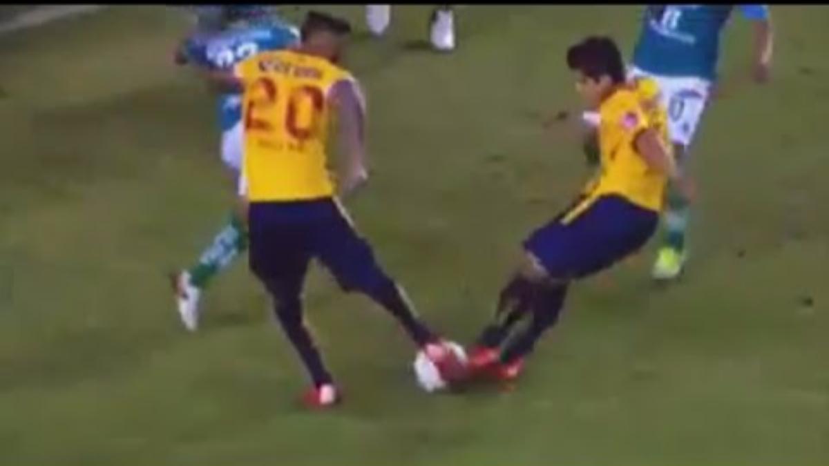 Rodrigo Millar y Jorge Zárate, jugadores del Monarcas Morelia imitaron el famoso tiro doble de Oliver y Tom Misaki.