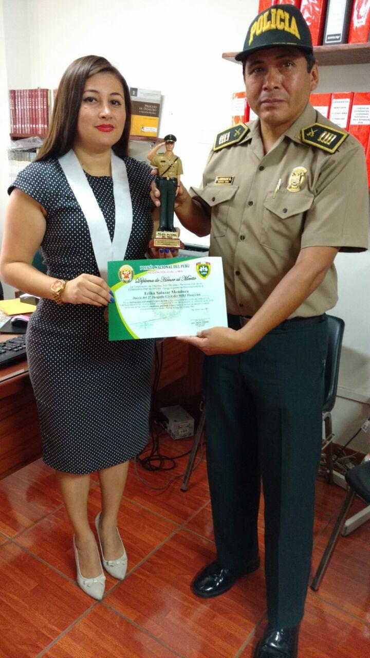La jueza junto a lideresas de organizaciones sociales de Huaycán, encabezó diversas campañas informativas dirigidas a la población de Huaycán.