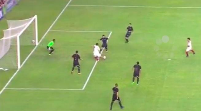En el primer tiempo le anularon un gol a Rengifo y a Galliquio.