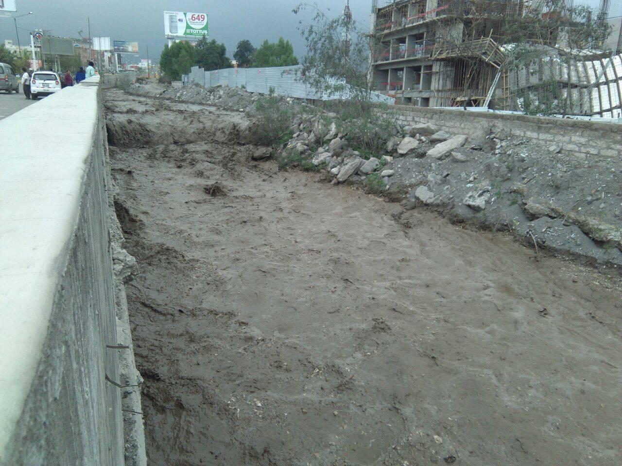 Las torrenteras que cruzan Paucarpata han crecido considerablemente por consecuencia de las lluvias.