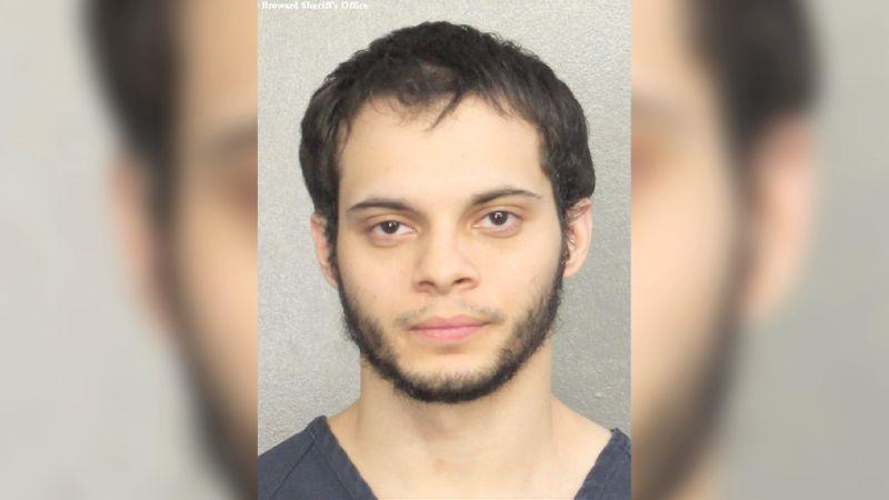 En la breve audiencia, Esteban Santiago se declaró no culpable de los 22 cargos que le fueron imputados en su contra.