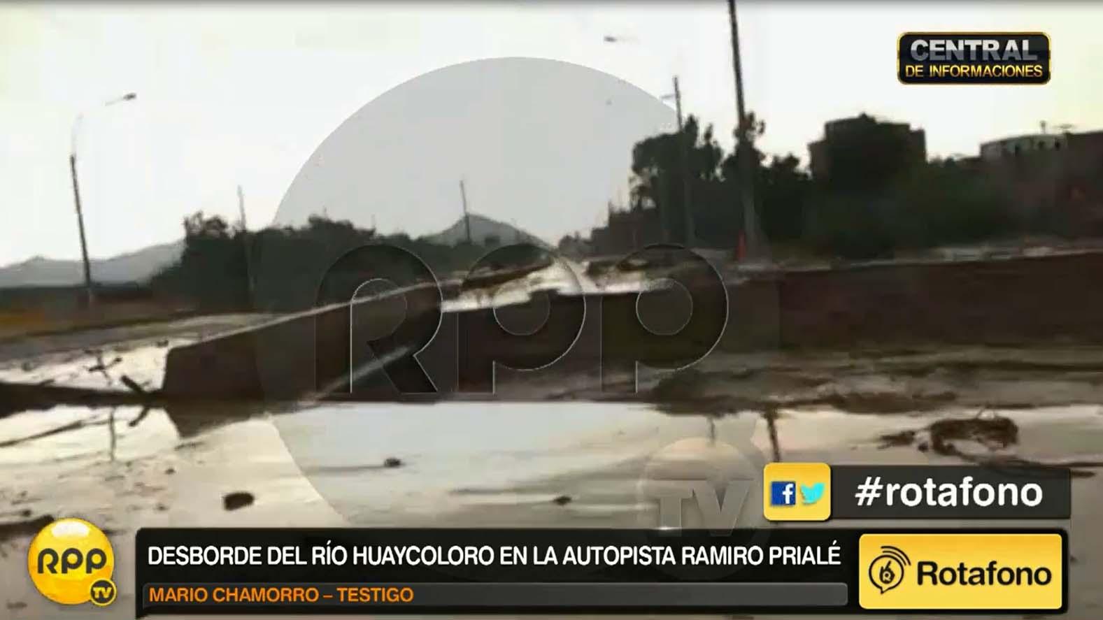 El río Huaycoloro removio un puente de la Ramiro Priale.