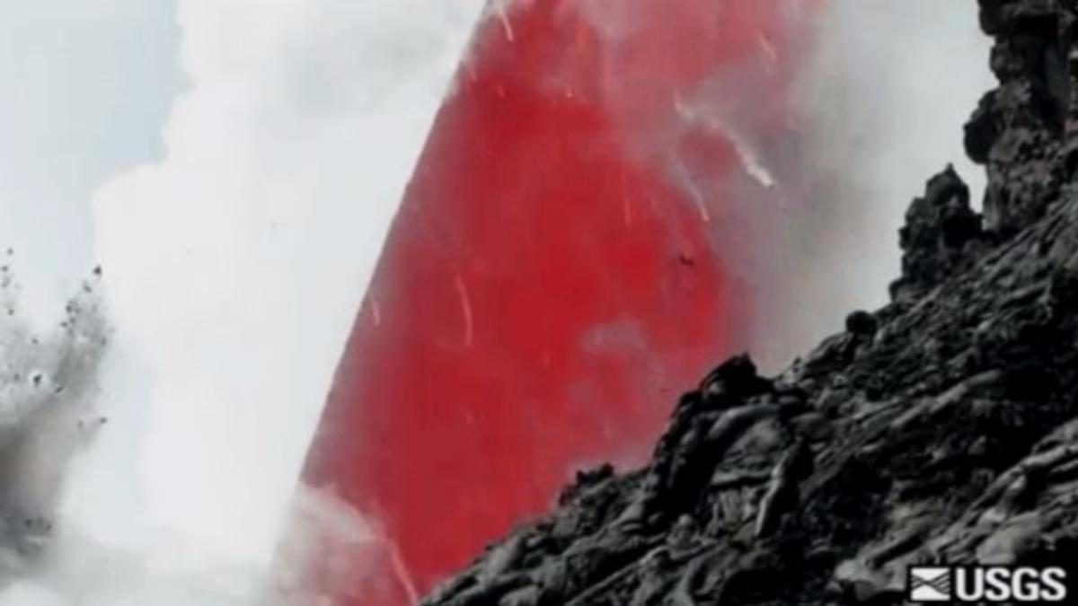 El video de la lava que sale del volcán.