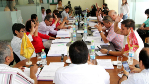 Concejo distrital de Comas votó a favor de condecoración de policía que abatió a tres delincuentes.