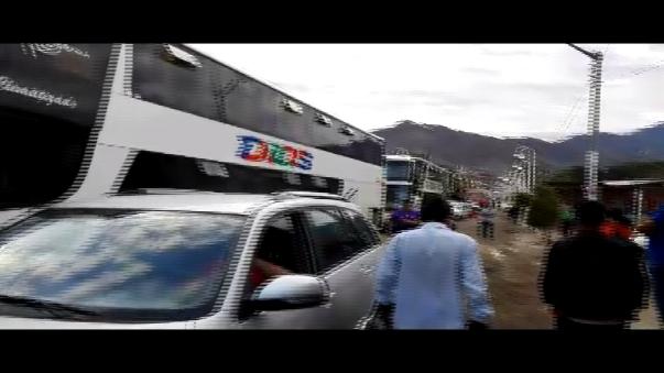 Pasajeros pasaron la noche dentro de los buses a la espera de la limpieza de la vía Cajamarca - Ciudad de Dios