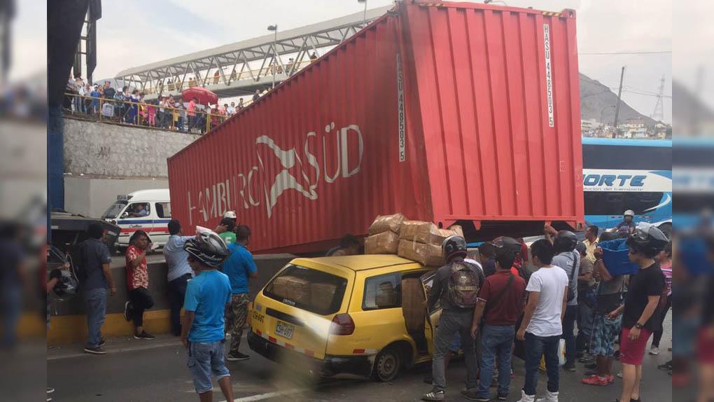 El container quedó atravesado en medio de la vía de Evitamiento.