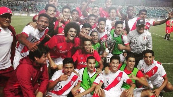 La emotiva celebración del combinado peruano en el estadio de Rancagua.