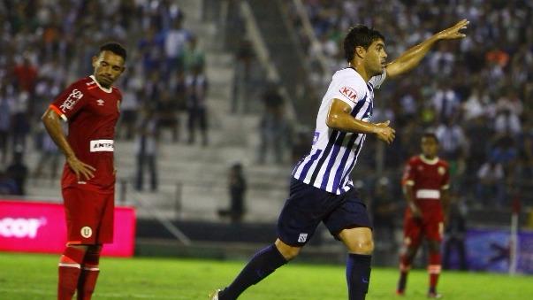 Alianza Lima consiguió su primer triunfo del año ante Universitario.