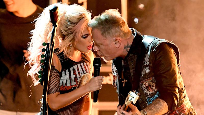 Metallica y Lady Gaga durante su presentación de los Grammy.