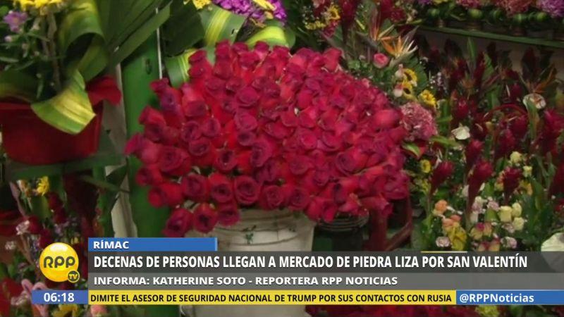 Los clientes buscan arreglos florares, especialmente rosas, para sus parejas.