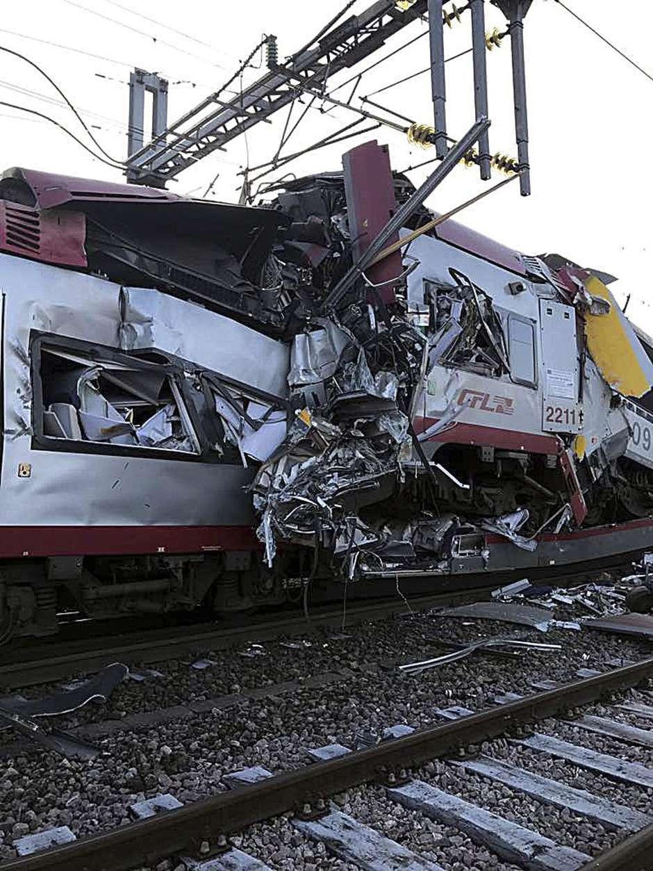 Dos trenes, uno de carga y otro de pasajeros, chocaron este martes 14 de febrero en Bettermberg, causando un chofer muerte y varios heridos de gravedad.