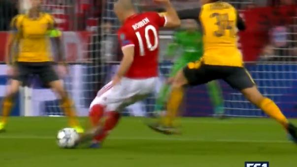 Este es el golazo que marcó Arjen Robben al Arsenal para el 1-0 del partido.