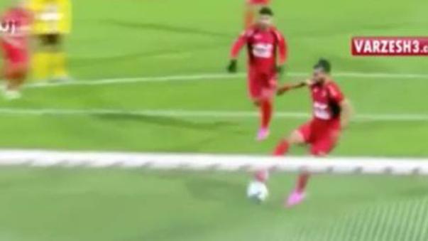 Persepolis anotó un gol al estilo Messi y Suárez.
