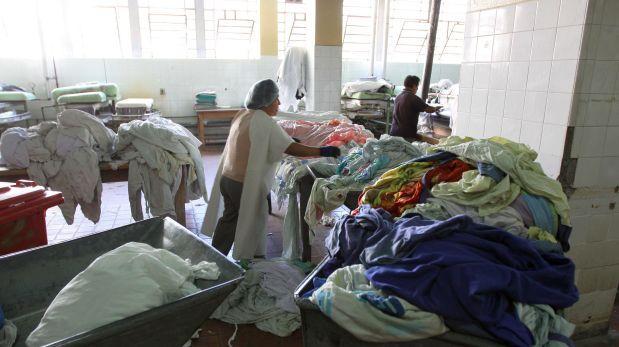 Médicos del hospital no supieron explicar cómo el cuerpo sin vida del bebé terminó en la lavandería.