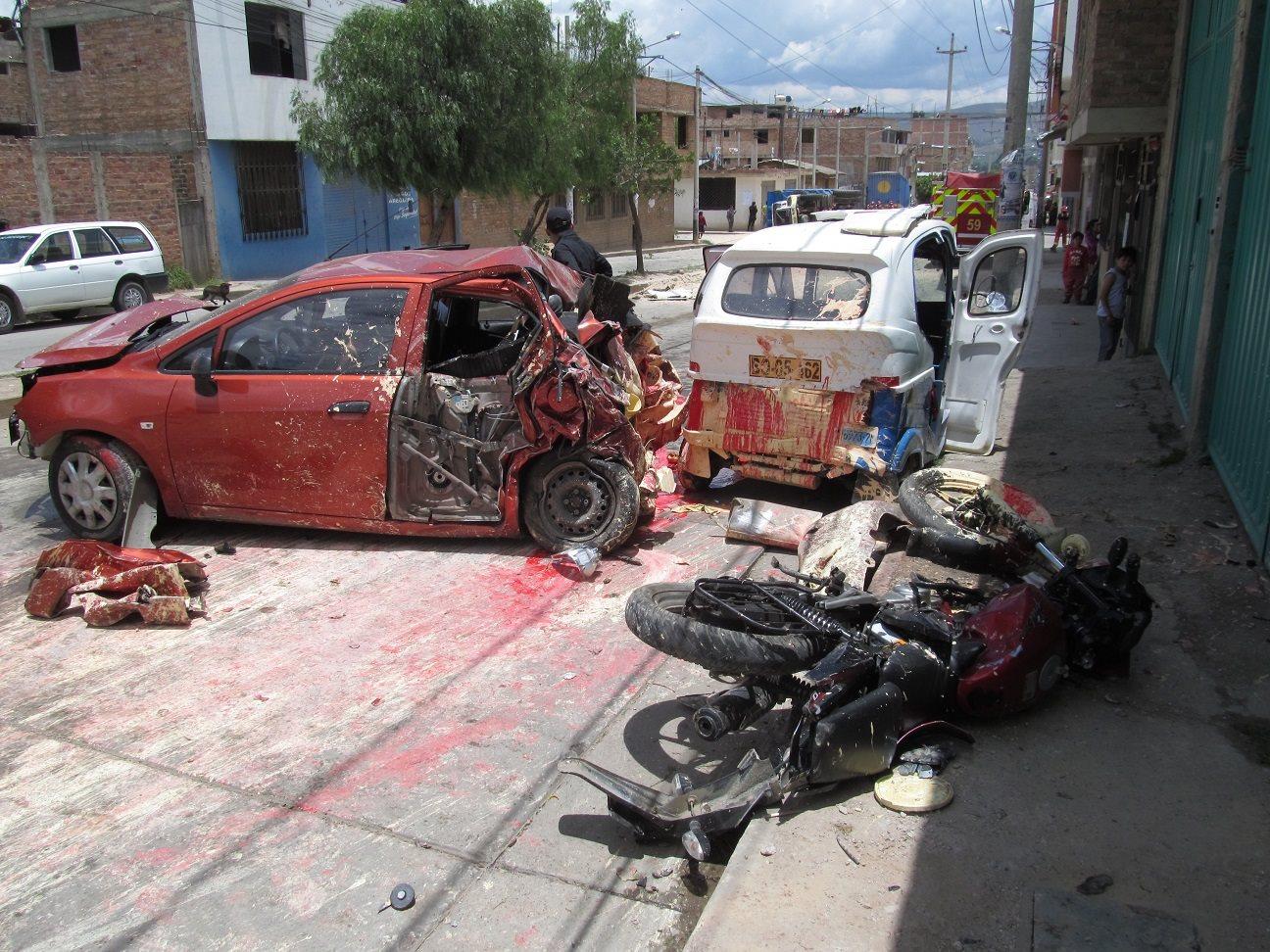 Vecinos de la Av. Héroes del Cenepa exigen una solución definitiva para evitar más tragedias