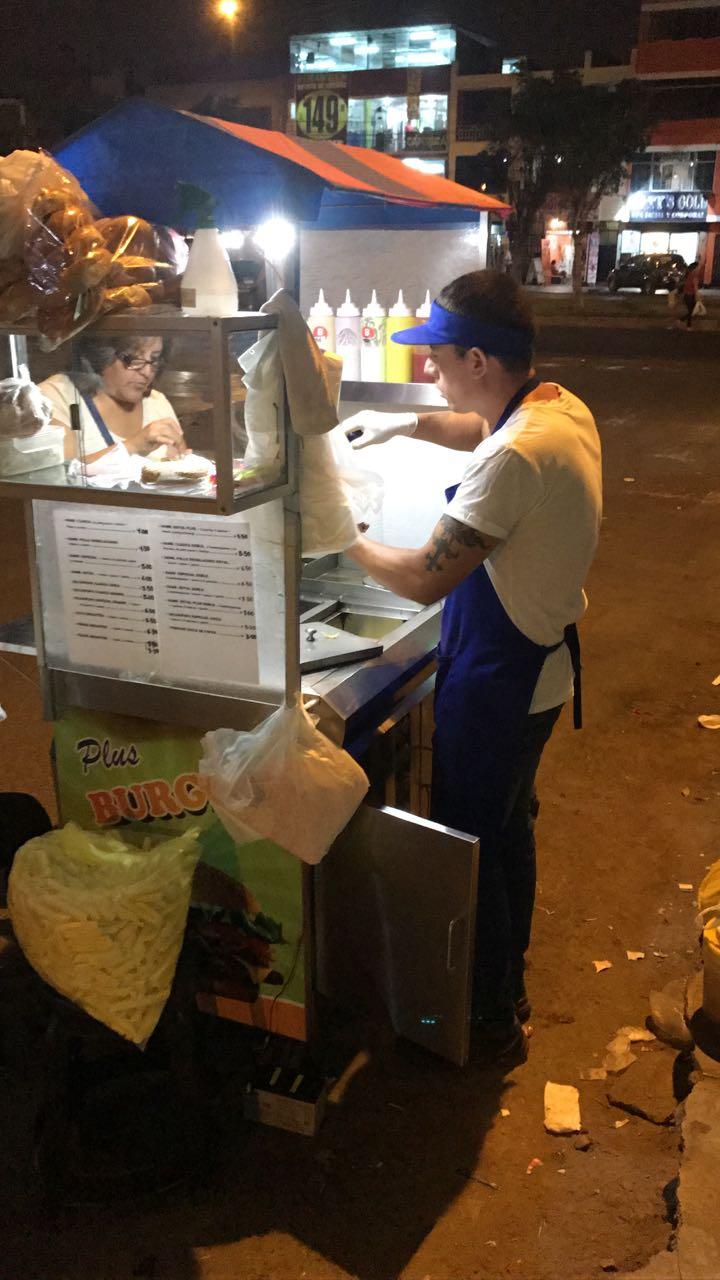 Eduardo Glicerio Romero Naupay, de 32 años, vendía hamburguesas en la avenida Antúnez de Mayolo, donde disparó a un fiscalizador tras ser desalojado.