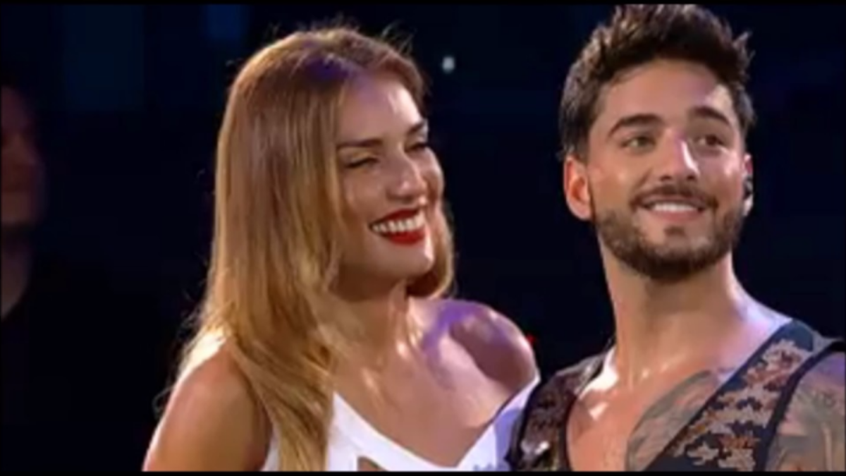 Maluma le cantó cumpleaños a la presentadora Carola de Moras.