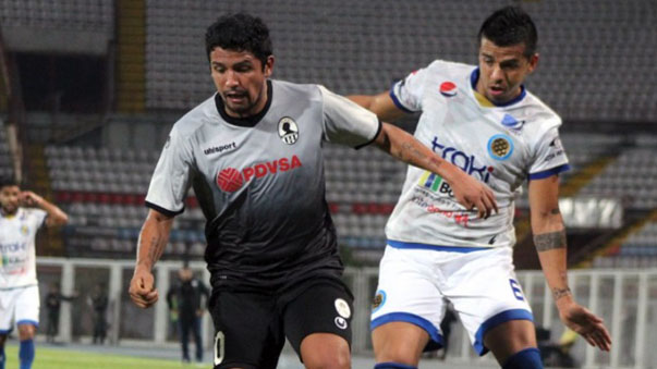 Reimond Manco es titular en su equipo en Venezuela.
