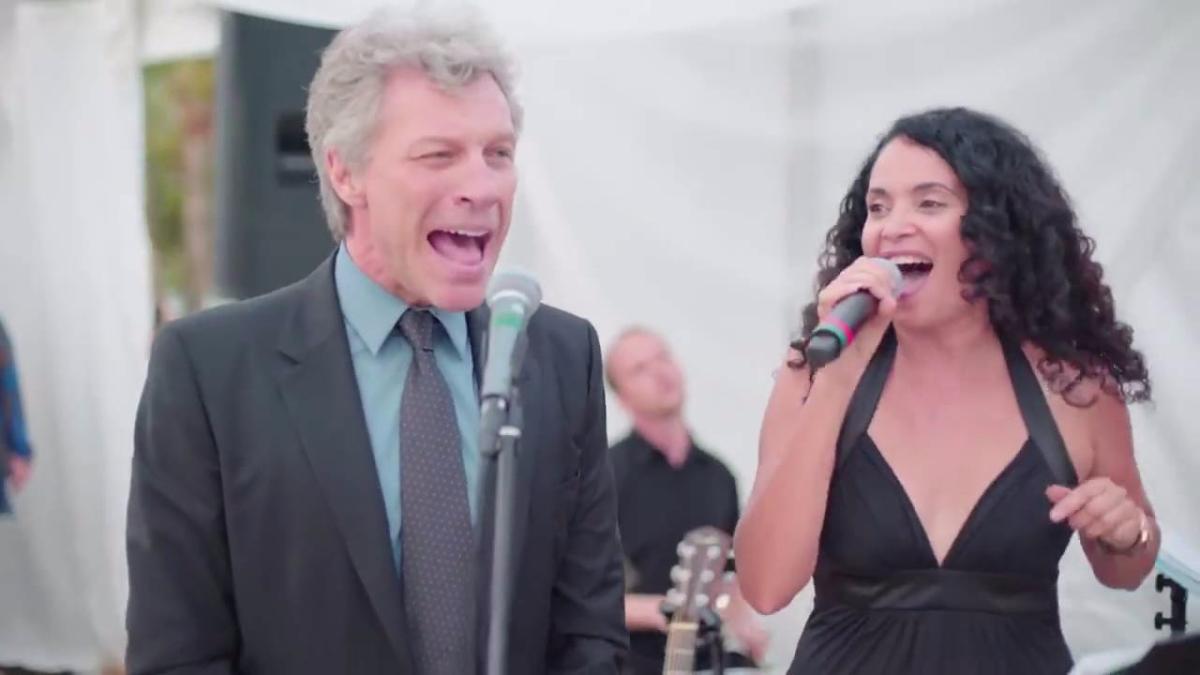 Bon Jovi sorprende a los asistentes de un matrimonio cantando Livin' on a Prayer