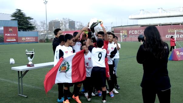 Los integrantes del colegio Rosa Agustina Donayre levantaron la copa.