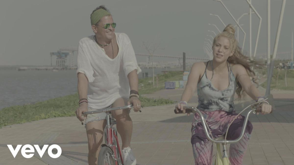 Carlos Vives y Shakira - La Bicicleta