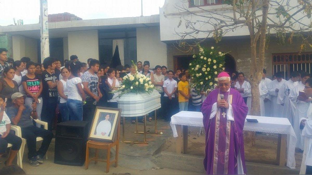 Celebran misa de cuerpo presente de seminarista Santos Guillermo Plasencia Chávez