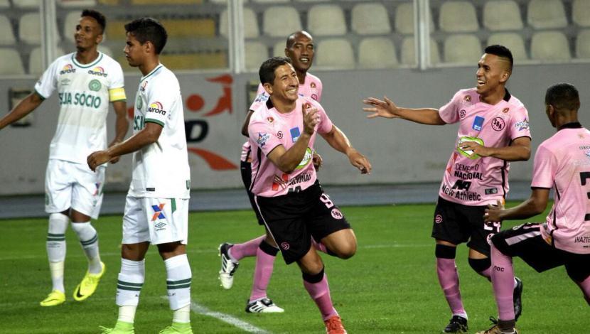 Johan Fano nació en la ciudad de Huánuco el 9 de agosto de 1978.