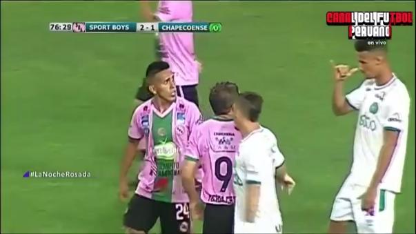 Ambos jugadores se fueron expulsados a los 76 minutos del partido.