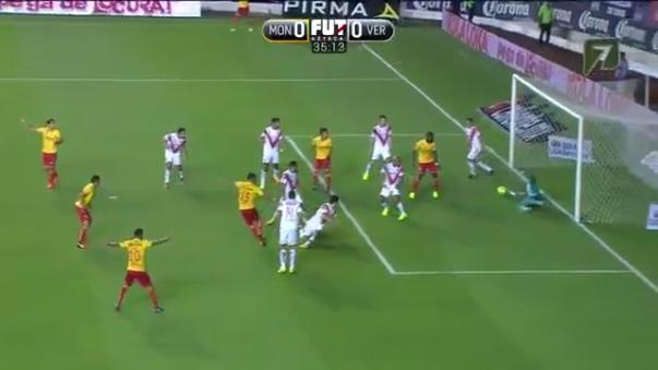 Pedro Gallese se estiró hacia su derecha para impedir el 1-0 del partido.
