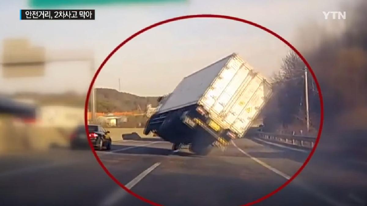 Conductor evita una tragedia con una maniobra de película.