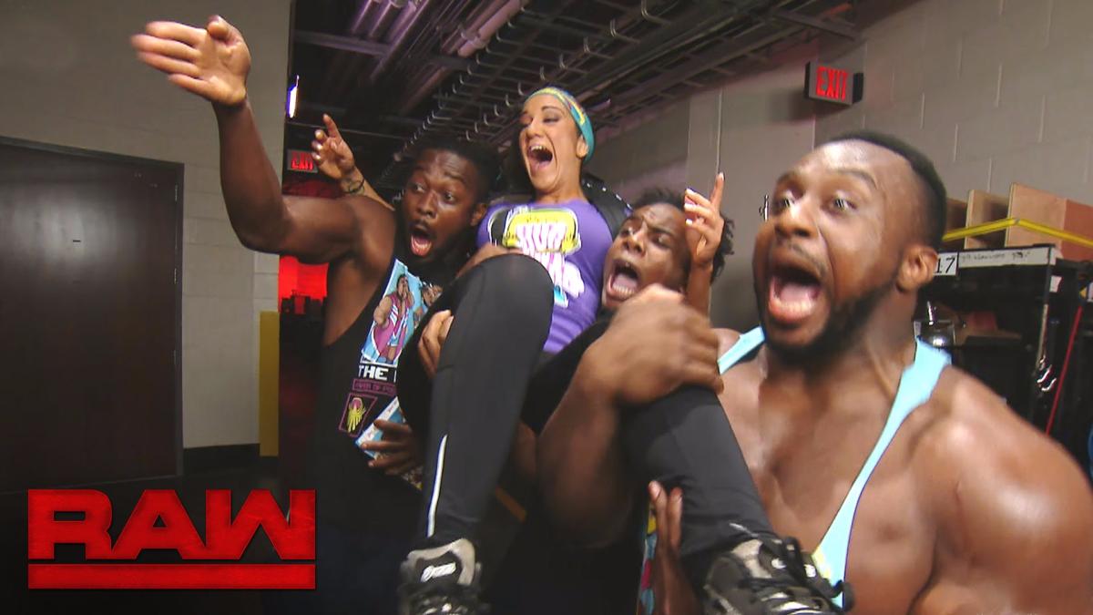 Bayley se presenta en el show de RAW y encuentra a los entonces campeones en pareja 'The New Day'.