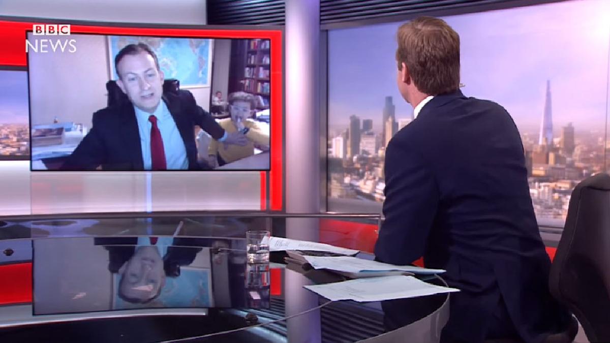 El hilarante momento en que un entrevistado es interrumpido en vivo por sus hijos.