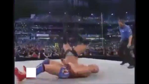 Brock Lesnar falla el Shooting Starpress, luchó el resto de la batalla con una lesión en el cuello.