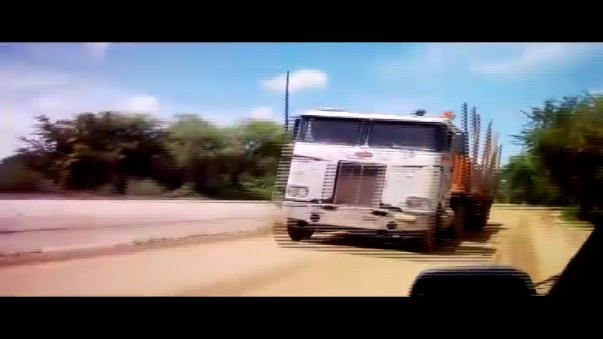 Los conductores de Piura utilizan esta trocha pese a que está severamente dañada.