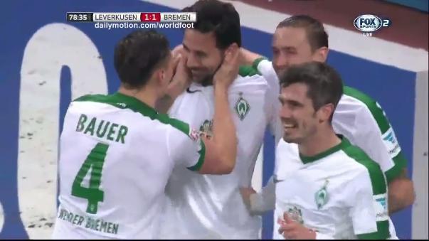 El gol de Claudio Pizarro en el último partido del Werder Bremen.