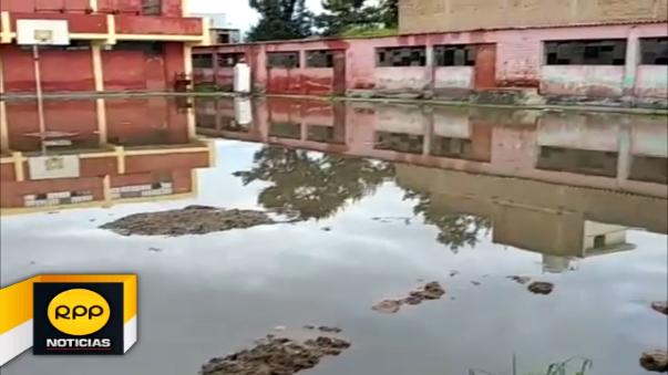 Varias instituciones educativas se encuentran inundadas y varias vías quedaron intransitables.